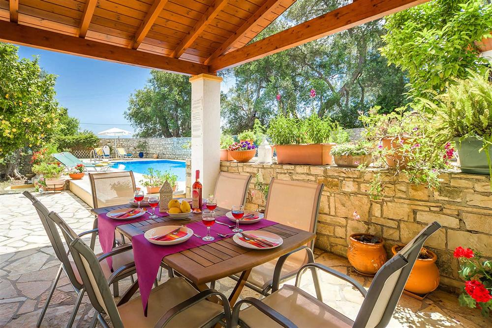 Alfresco dining, covered terrace, pool