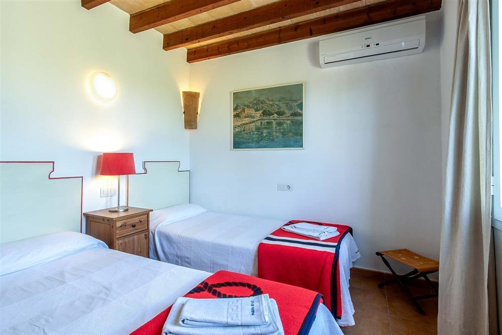 Twin bedroom (photo 2) at Villa Marina Alto, Pollensa, Mallorca