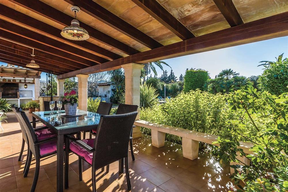 Covered terrace, alfresco dining, barbecue at Villa Moreno, Pollensa, Mallorca