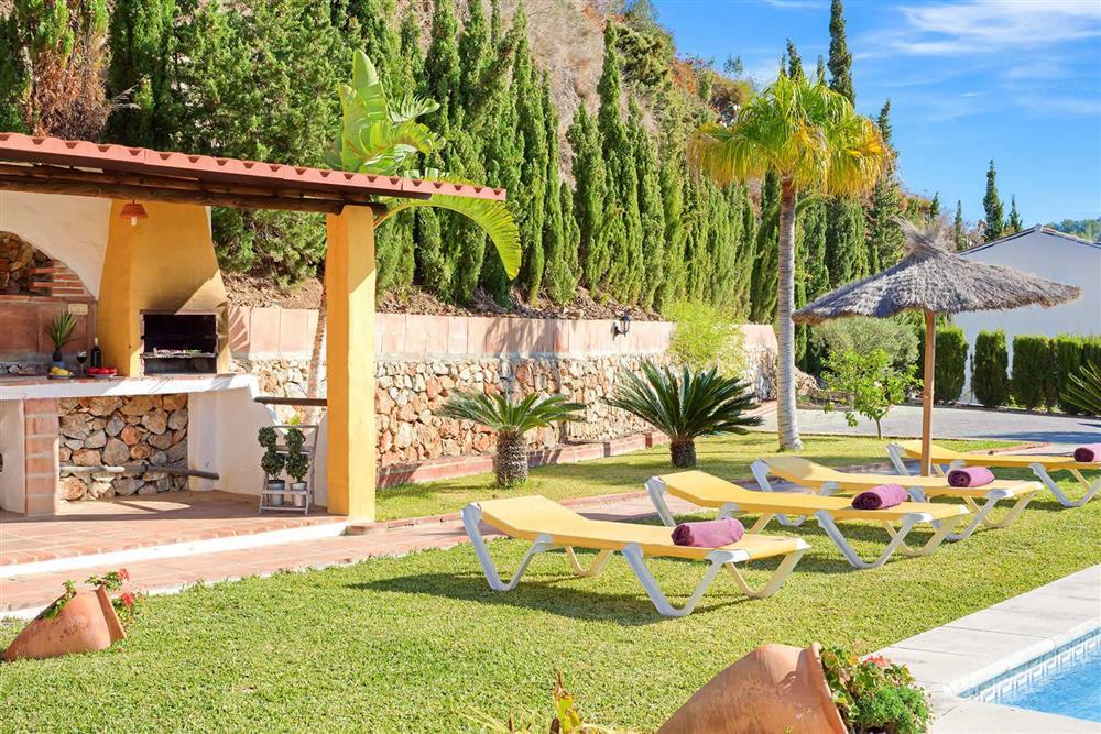 Sunloungers, barbecue at Villa Paraiso, Frigiliana, Andalucia