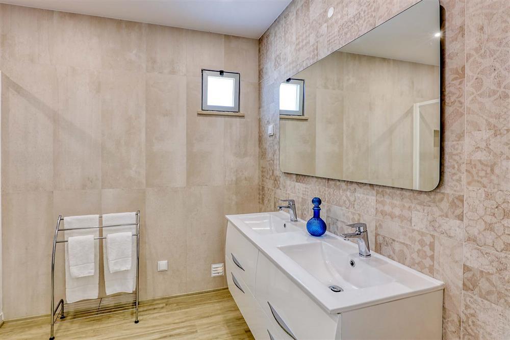 Bathroom (photo 2) at Villa Raquel, Vale de Parra, Algarve