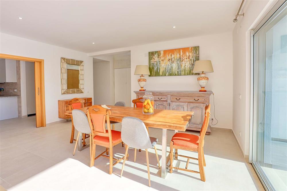 Dining room, kitchen at Villa Raquel, Vale de Parra, Algarve