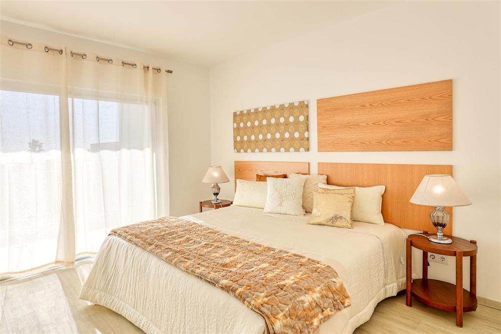 Double bedroom (photo 2) at Villa Raquel, Vale de Parra, Algarve