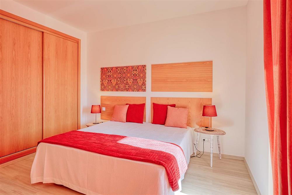 Double bedroom (photo 4) at Villa Raquel, Vale de Parra, Algarve