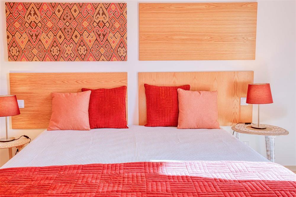 Double bedroom (photo 6) at Villa Raquel, Vale de Parra, Algarve