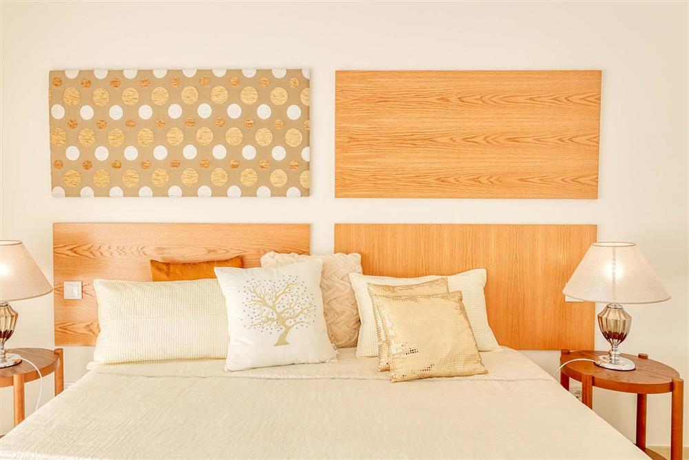 Double bedroom (photo 8) at Villa Raquel, Vale de Parra, Algarve