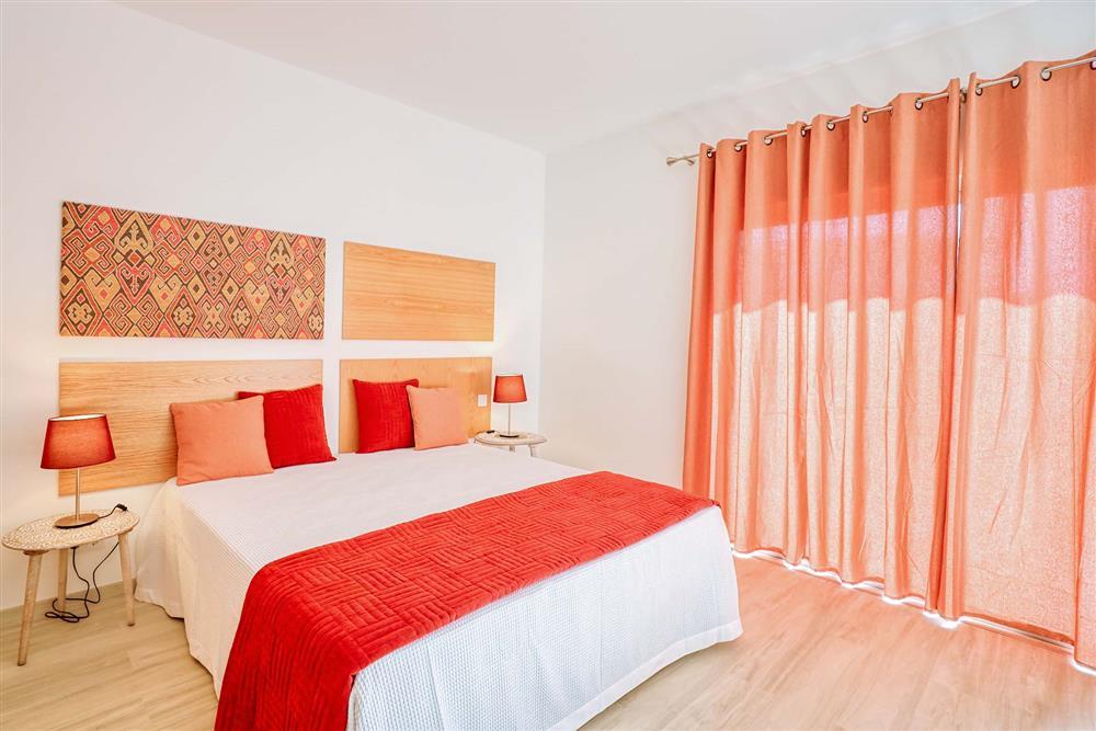 Double bedroom at Villa Raquel, Vale de Parra, Algarve