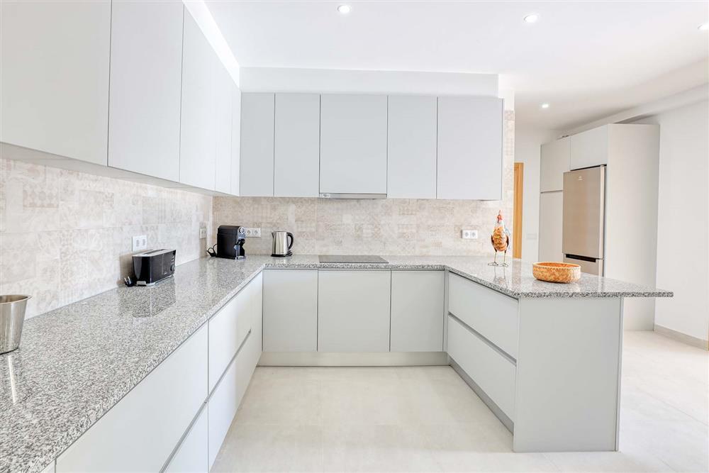 Kitchen (photo 4) at Villa Raquel, Vale de Parra, Algarve