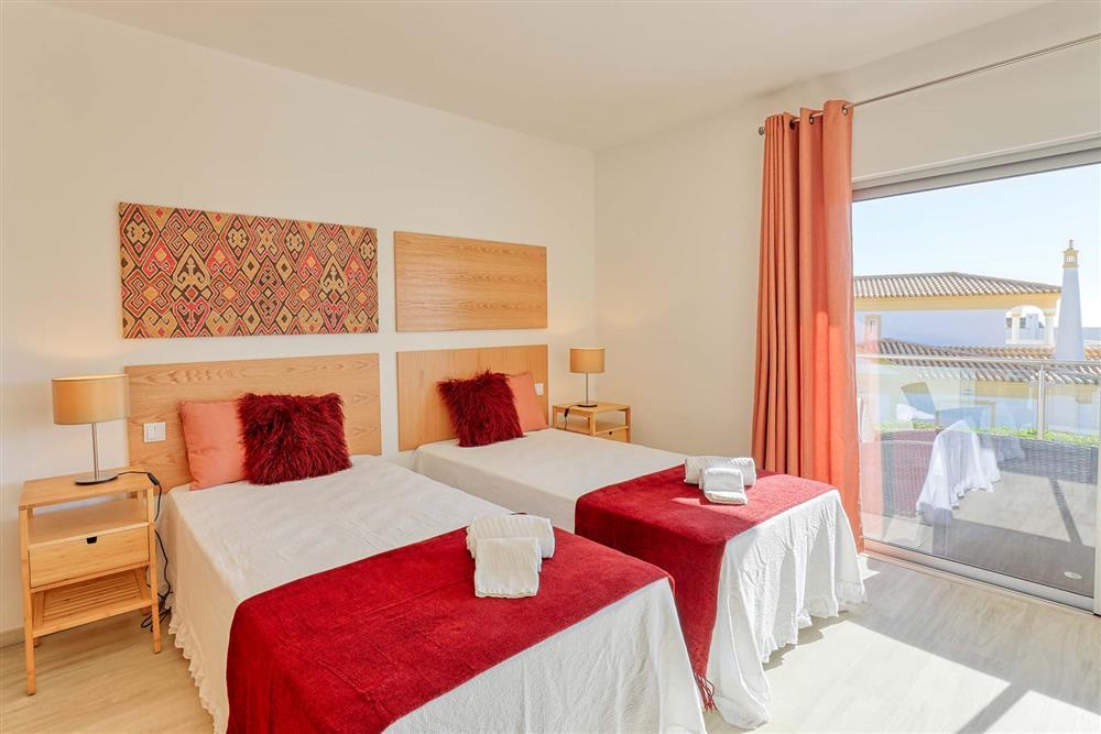 Twin bedroom (photo 2) at Villa Raquel, Vale de Parra, Algarve