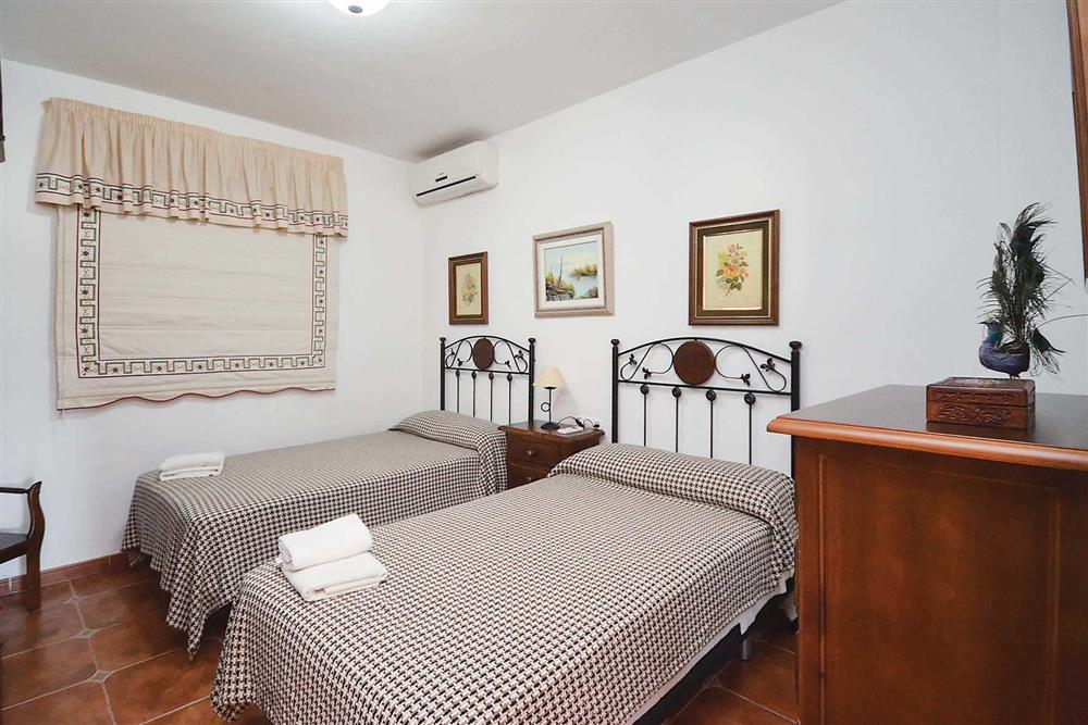 Twin bedroom at Villa Robus, Frigiliana, Andalucia