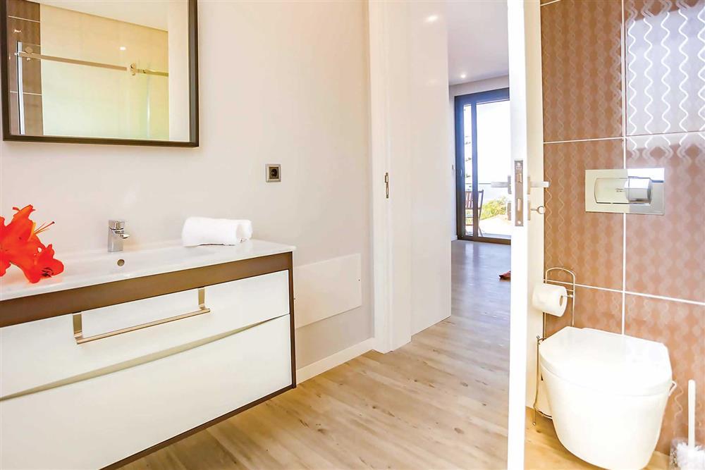 Bathroom at Villa Serafina, Funchal, Madeira