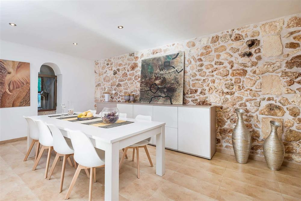 Dining room at Villa Son Morey II, Can Picafort, Mallorca