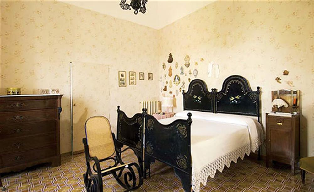 Double bedroom (photo 2) at Villa Trombadore, Modica Sicily, Italy