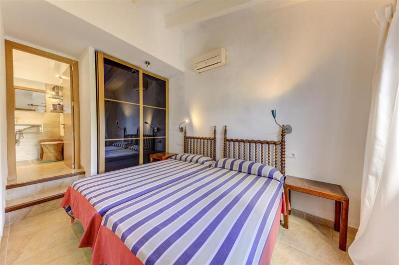 Twin bedroom at Villa Tulipan, Alcudia, Spain