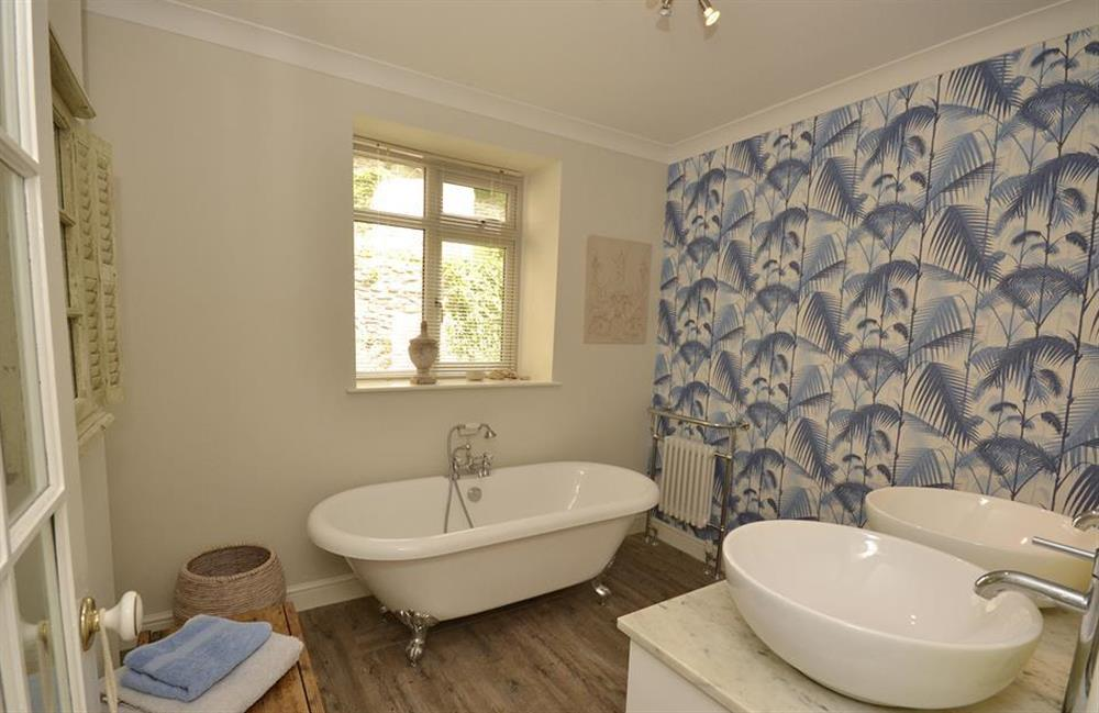 Another view of the master en suite at Waters Edge, Stoke Gabriel