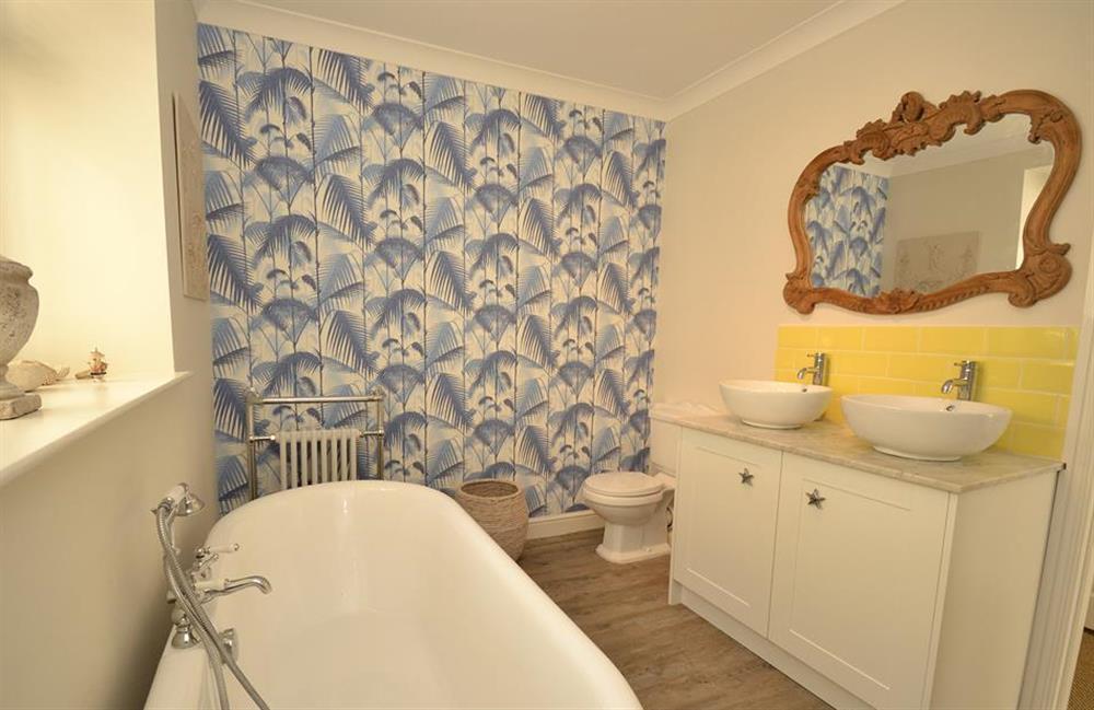 The master bedroom en suite bathroom at Waters Edge, Stoke Gabriel