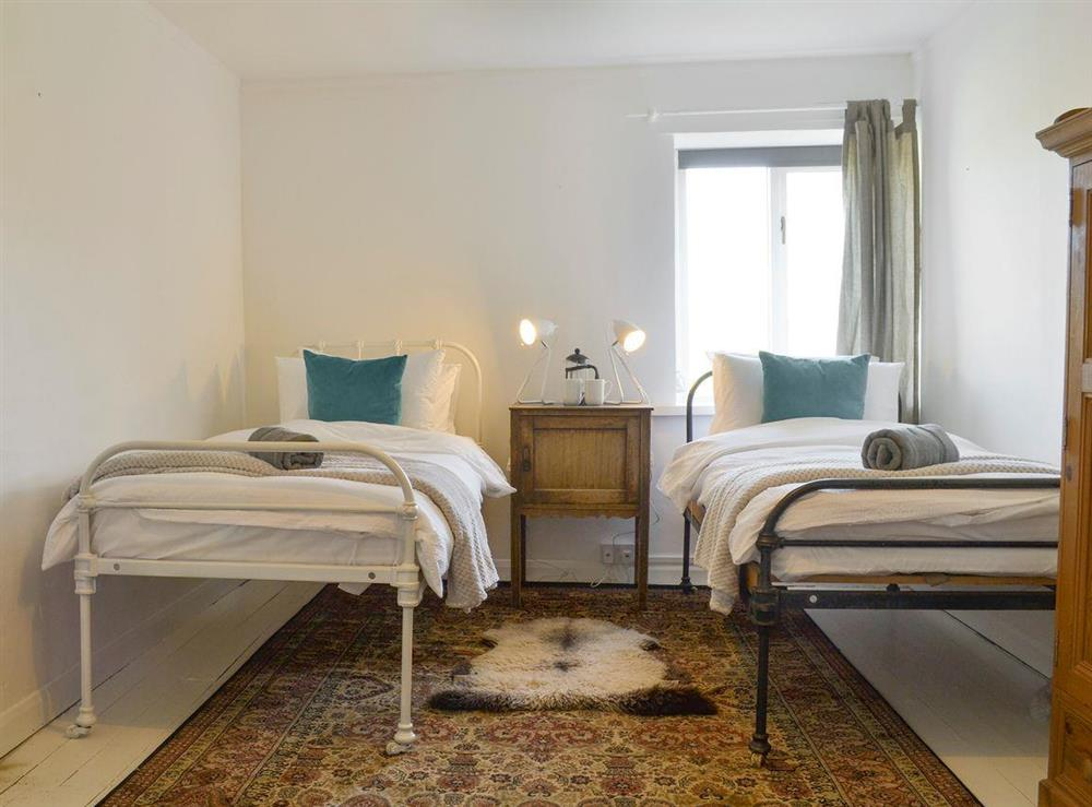 Good-sized twin bedroom at Mad Nelly Cottage,