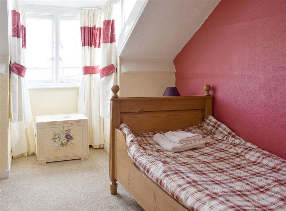 Cosy single bedroom at Hidden Treasure,