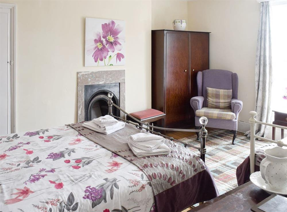 Large double bedroom with additional day bed at Hidden Treasure,