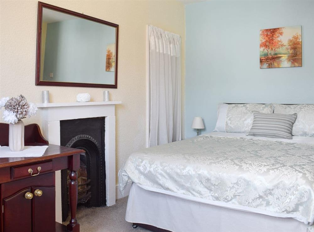 Light and airy double bedroom at Hidden Treasure,