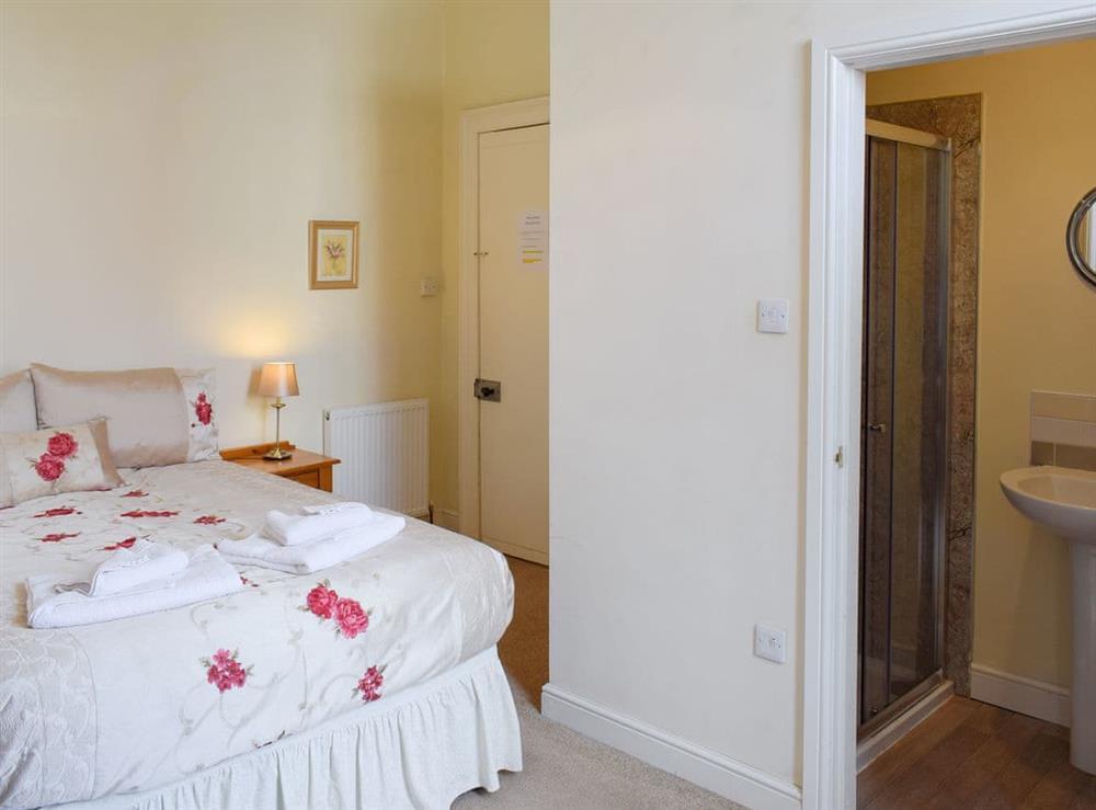 Master bedroom with en-suite shower room at Hidden Treasure,