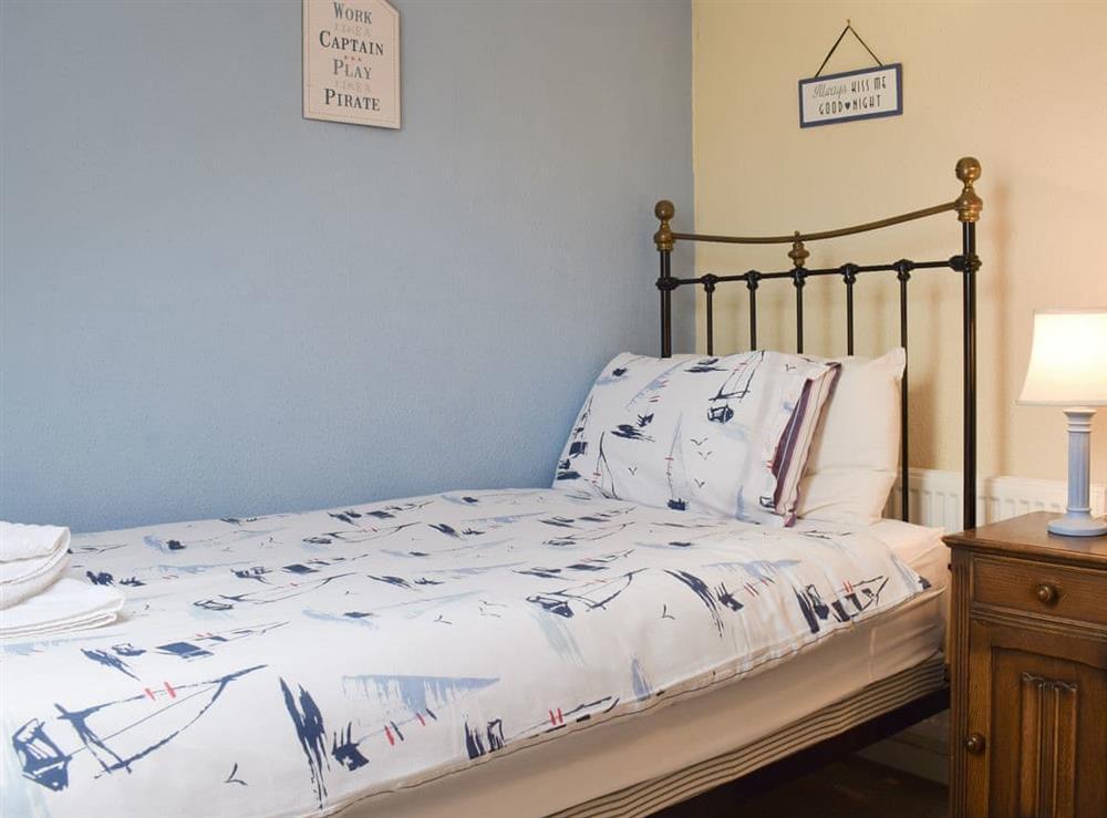 Peaceful single bedroom at Hidden Treasure,