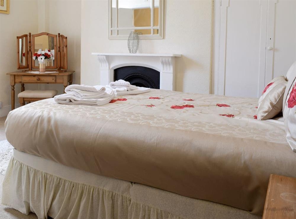 Relaxing en-suite master bedroom at Hidden Treasure,
