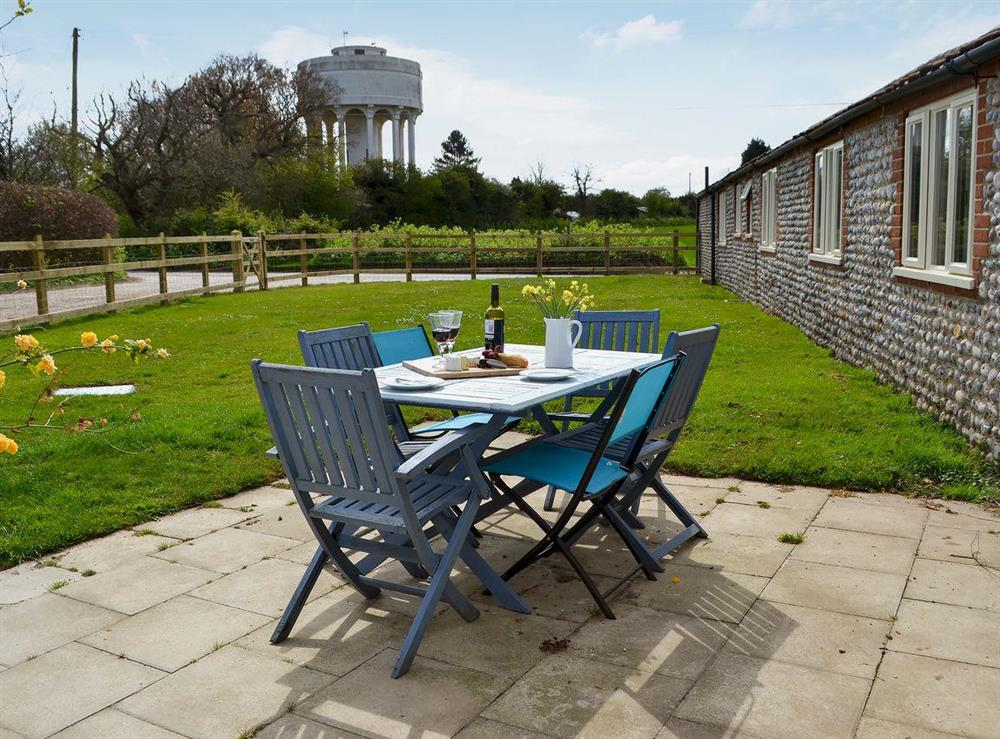 Enclosed lawned garden with sitting-out area and garden furniture (photo 2) at Flint Barn,