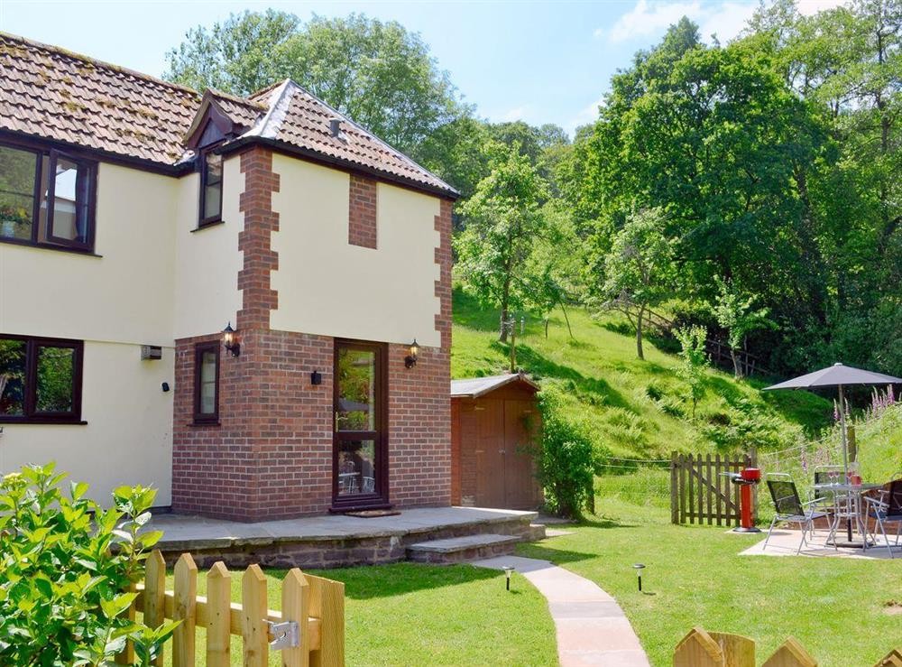 Delightful holiday home at Wonder Box Cottage in Popes Hill, nr Newnham-on-Severn, Gloucestershire