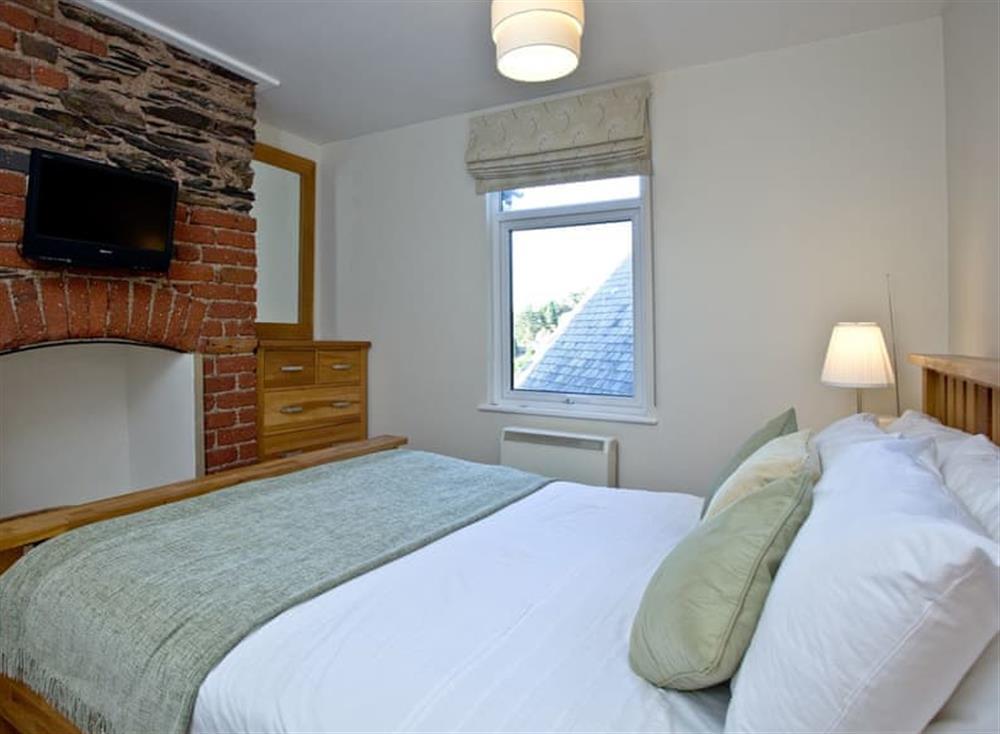 Double bedroom (photo 2) at Woodbine House in Dartmouth & Kingswear, South Devon