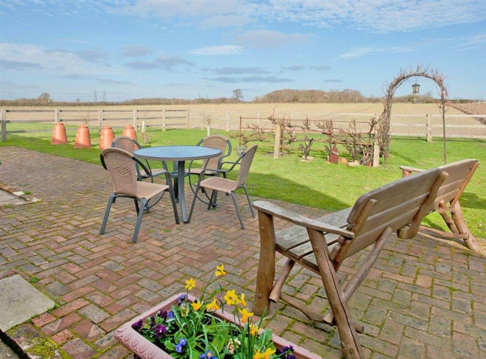 Sitting-out-area at Woodside Barn Cottages in Friston, Saxmundham, Suffolk., Great Britain